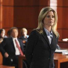 Julie Bowen nell'aula di tribunale di Boston Legale, 'episodio: 'Mad Cows'
