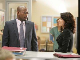 Omar Epps e Lisa Edelstein in una scena dell'episodio Emancipation di Dr. House: Medical Division