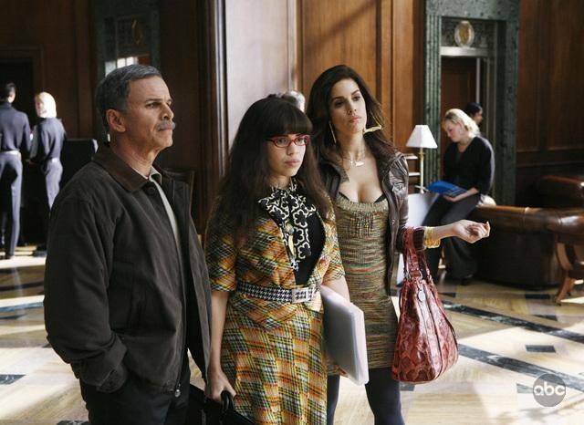 Ana Ortiz Tony Plana E America Ferrera In Un Momento Dell Episodio When Betty Met Yeti Della Serie Tv Ugly Betty 95042