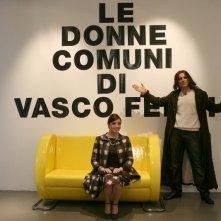 Elena Russo e Pino Quartullo in una scena della serie televisiva Amiche mie, prodotta da Mediaset