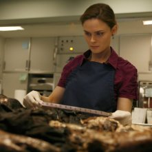 Emily Deschanel in un momento dell'episodio  'The Passenger in the Oven' della serie tv Bones