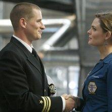 Emily Deschanel insieme a Brendan Fehr, qui nel ruolo di Jared, nell'episodio 'The Con Man in the Meth Lab' della serie tv Bones