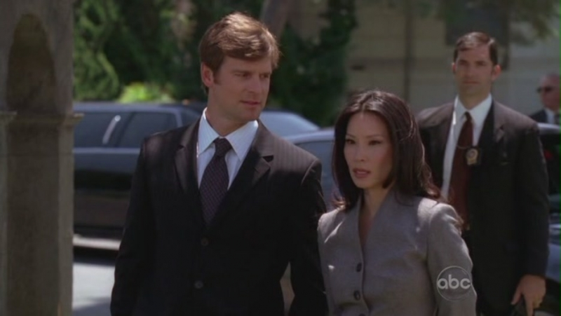 Lucy Liu Con Peter Krause Nell Episodio The Family Lawyer Della Serie Tv Dirty Sexy Money 95021