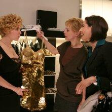 Margherita Buy con Cecilia Dazzi e Luisa Ranieri in una scena della serie televisiva Amiche mie