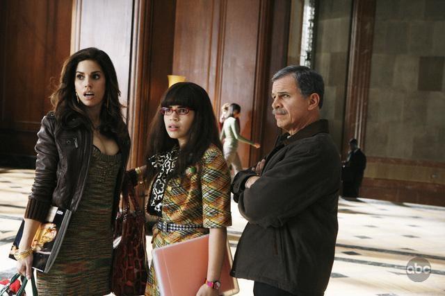 Tony Plana America Ferrera E Ana Ortiz Nell Episodio When Betty Met Yeti Della Serie Tv Ugly Betty 95040