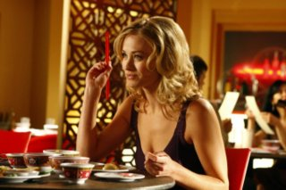 Yvonne Strahovski in una scena della serie tv Chuck, episodio: Chuck Versus the First Date
