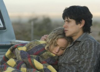 Jennifer Lawrence e Diego J. Torres in una scena del film drammatico The Burning Plain