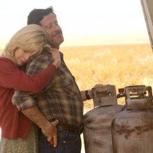 Kim Basinger e Joaquim de Almeida in una scena del film drammatico The Burning Plain, diretto da Guillermo Arriaga