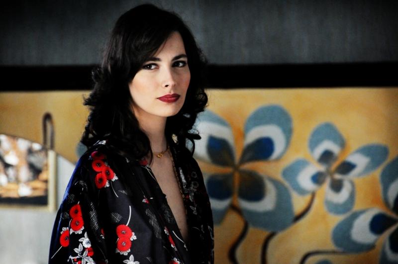 Daniela Virgilio in una scena di gruppo del secondo episodio di Romanzo Criminale - La serie