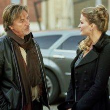 Don Johnson ed Eva Henger in una scena della commedia Torno a vivere da solo