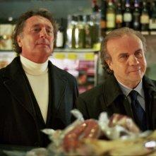 Enzo Iacchetti e Jerry Calà in una scena della commedia Torno a vivere da solo