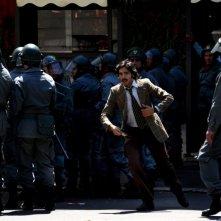 Marco Bocci in una scena di gruppo del primo episodio di Romanzo Criminale - La serie