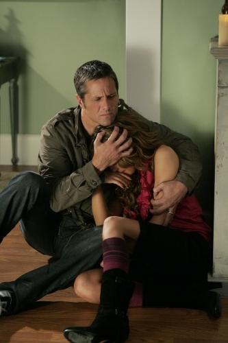 Rob Estes e Shenae Grimes nell'episodio Secrets and Lies di 90210