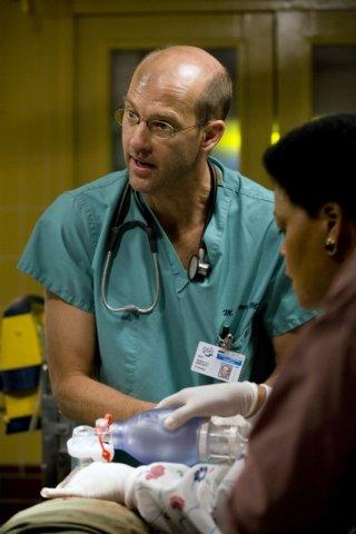 Anthony Edwards con Yvette Freeman nell'episodio 'Heal Thyself' della serie tv ER - Medici in prima linea