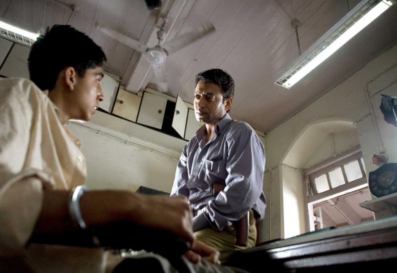 Dev Patel E Irfan Khan In Una Scena Del Film Slumdog Millionaire 95696