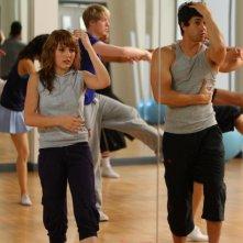 Georgina Hagen e Adam Garcia in una scena dell'episodio 'Let's Dance' della serie tv Britannia High
