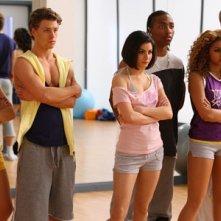 Georgina Hagen, Mitch Hewer, Sapphire Elia, Marcquelle Ward, Rana Roy e Matthew James Thomas in una scena dell'episodio 'Let's dance' della serie Britannia High