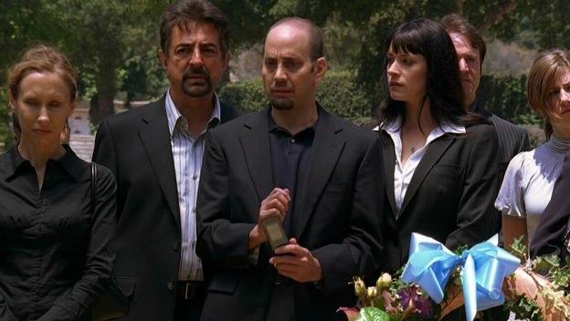 Joe Mantegna E Paget Breswter Con Brad Heller Nell Episodio The Instincts Della Quarta Stagione Di Criminal Minds 95647