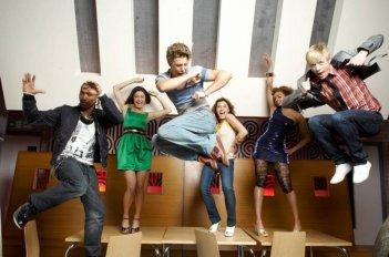 Marcquelle Ward, Sapphire Elia, Mitch Hewer, Georgina Hagen, Rana Roy e Matthew James Thomas in un'immagine promozionale della prima stagione di Britannia High