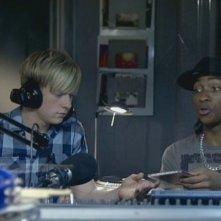 Matthew James Thomas e Marcquelle Ward in una scena dell'episodio 'Behind the Mask' della serie Britannia High