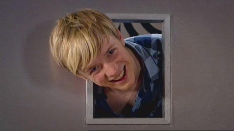 Matthew James Thomas In Una Scena Dell Episodio Behind The Mask Della Serie Britannia High 95711