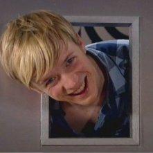 Matthew James Thomas in una scena dell'episodio 'Behind the Mask' della serie Britannia High