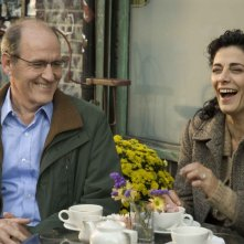 Richard Jenkins e Hiam Abbas in una scena del film L'ospite inatteso