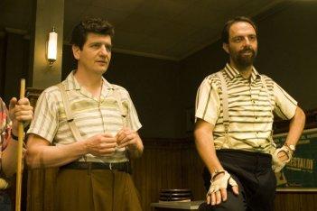 Fabio De Luigi e Neri Marcoré in un'immagine del film Gli amici del Bar Margherita