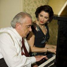 Gianni Cavina e Luisa Ranieri in un'immagine del film Gli amici del Bar Margherita