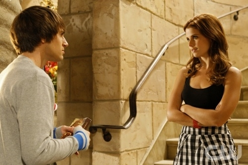 Joanna Garcia Ed Andrew J West In Una Scena Dell Episodio All About The Power Position Di Privileged 95887