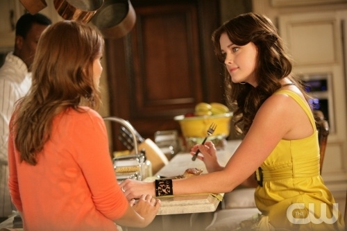 Joanna Garcia Ed Ashley Newbrough In Una Scena Dell Episodio All About Honesty Di Privileged 95907