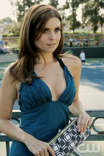 Joanna Garcia In Una Scena Dell Episodio All About Insecurities Di Privileged 95819
