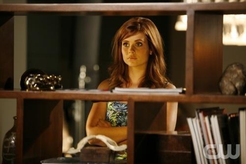 Joanna Garcia In Una Scena Dell Episodio All About The Power Position Di Privileged 95884