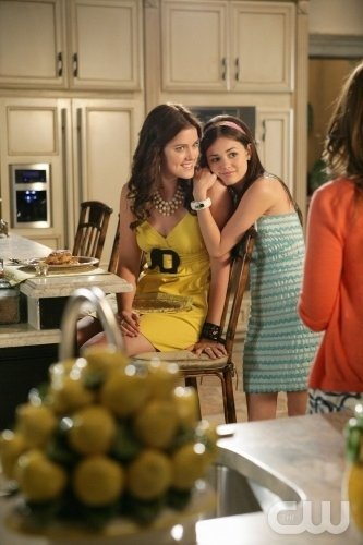 Lucy Hale Ed Ashley Newbrough In Una Scena Dell Episodio All About Honesty Di Privileged 95914