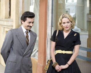 Luigi Lo Cascio e Laura Chiatti in una scena del film Gli amici del Bar Margherita