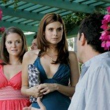 Sarah Drew, Joanna Garcia e Robert Mailhouse in una scena dell'episodio All About Insecurities di Privileged