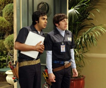 Simon Helberg e Kunal Nayyar in una scena dell'episodio The Panty Piñata Polarization di The Big Bang Theory