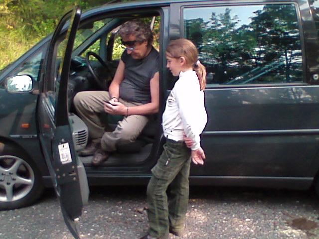 Val Di Susa 22 Giugno 2008 Enzo Iacchetti Ed Elena Sofia Tognocchi Che Interpreta Sua Figlia Sul Set Del Film L Ultimo Crodino 95946