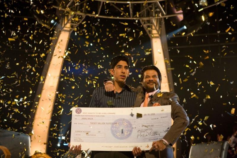 Dev Patel E Anil Kapoor In Una Scena Del Film The Millionaire 96189