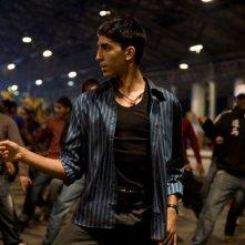 Dev Patel è Jamal Malik nel film The Millionaire