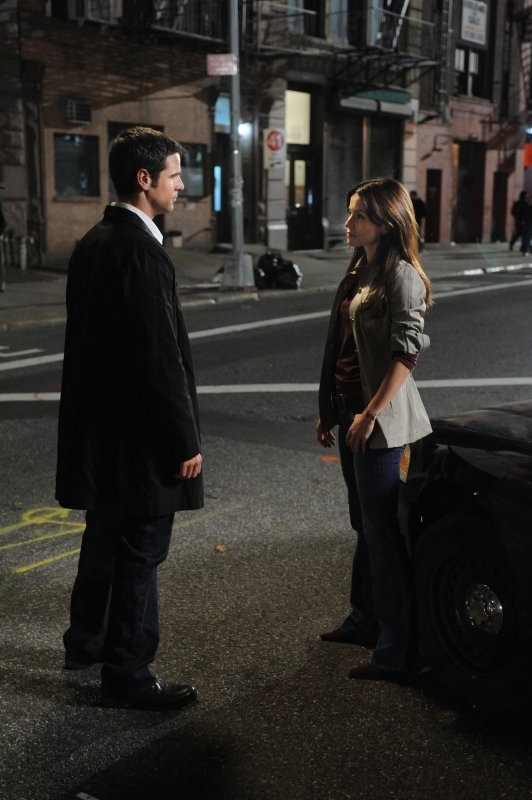 Eddie Cahill Con Emmanuelle Vaugier In Una Scena Dell Episodio Dead Inside Della Serie Tv Csi New York 96200
