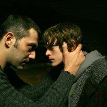 Filippo Timi e Alvaro Caleca in un'immagine del film Come Dio comanda