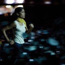 Freida Pinto in una scena del film The Millionaire