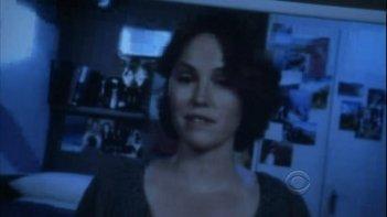 Jorja Fox in un momento dell'episodio Leave Out All the Rest di CSI