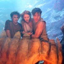 Josh Hutcherson, Anita Briem e Brendan Fraser in una scena del film Viaggio al centro della Terra 3D