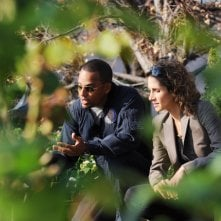 Melina Kanakaredes con Hill Harper durante una scena dell'episodio 'My name is Mac Taylor' della serie tv CSI New York
