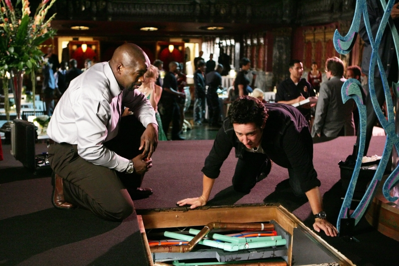 Rob Morrow E Alimi Ballard In Una Scena Dell Episodio Magic Show Della Serie Tv Numb3Rs 96221