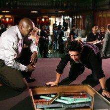 Rob Morrow e Alimi Ballard in una scena dell'episodio 'Magic Show' della serie tv Numb3rs