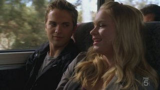Thomas Dekker e Leven Rambin in una scena dell'episodio Mr. Ferguson Is Ill Today di The Sarah Connor Chronicles