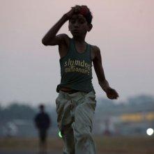 Un'immagine tratta dal film Slumdog Millionaire di Danny Boyle